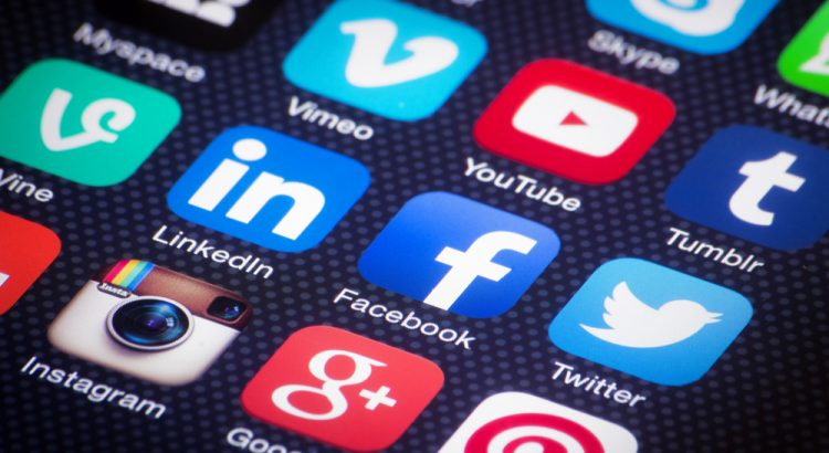 teori media sosial