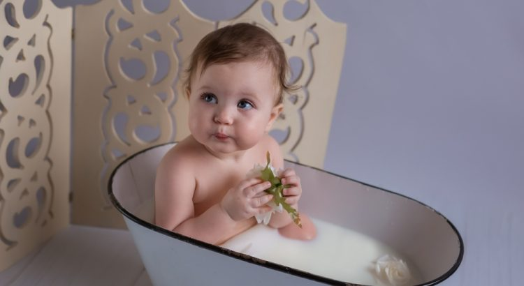 menggunakan sabun bayi