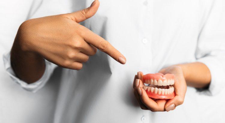 gigi palsu seluruhnya