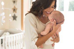 4 Produk Perawatan Bayi Baru Lahir untuk Jaga Kesehatan Kulit